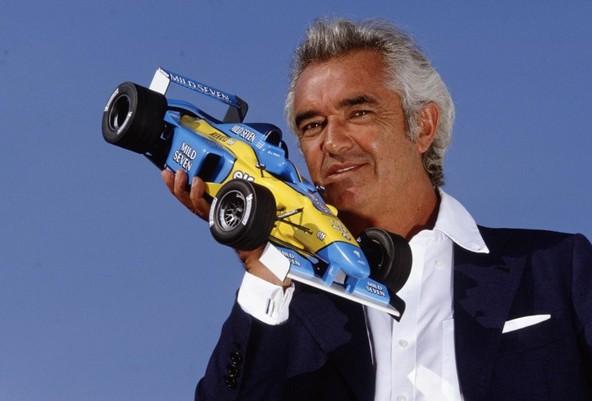 Renaultovo strategijo na področju razvoja motorjev za tovarniško moštvo formule 1