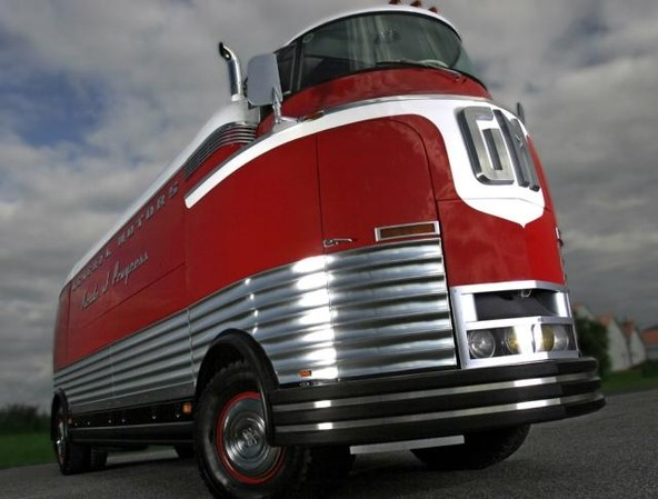 General Motors futurliner tour bus: 'Rdeči slon' za 4.320.000 $