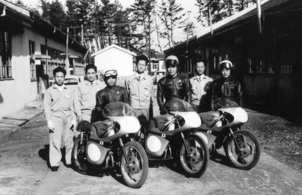 13. junij 1960, Japonci prvič nastopijo na dirki TT
