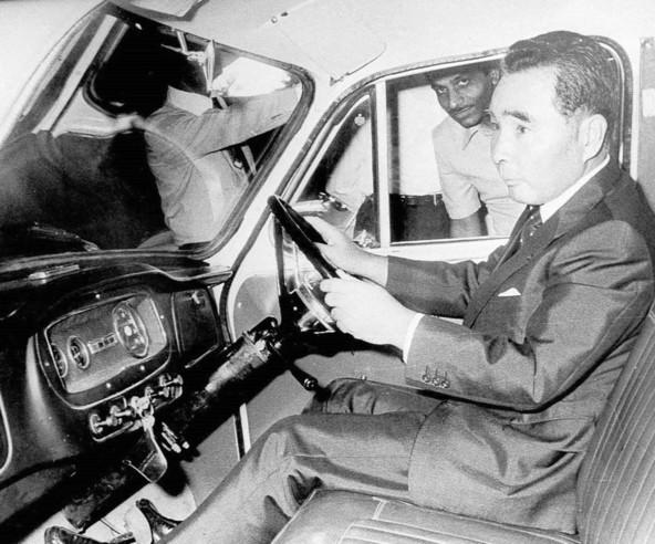 Osamu Suzuki za volanom indijskega izdelka