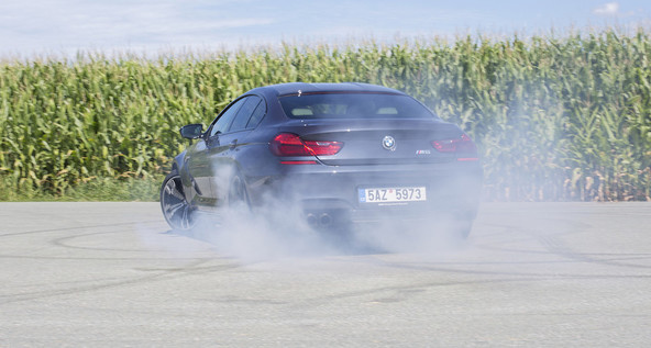 BMW M6 gran coupe competition pack: Kjer je dim, je M6
